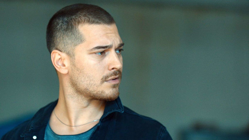 cagatay-ulusoy-craziness-in-the-high-society-12