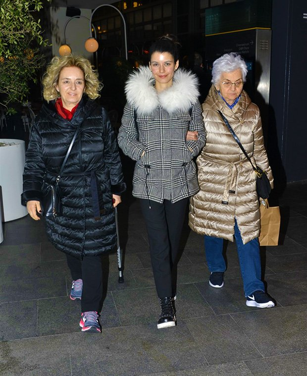 Beren saat, Beren Saat's mother and her grandmother in shopping