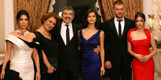 Forbidden Love (Ask-i Memnu) Families with Big Residences
