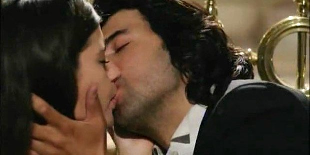 Engin akyurek and Beren saat kissing in What is Fatmagul's Fault? (FatmagulunSucu Ne?) Tv series
