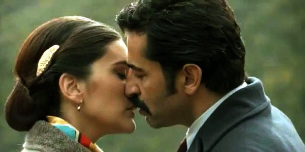 kenan imirzalioglu and berguzar korel kissing in Black Uncle (Karadayi) tv series
