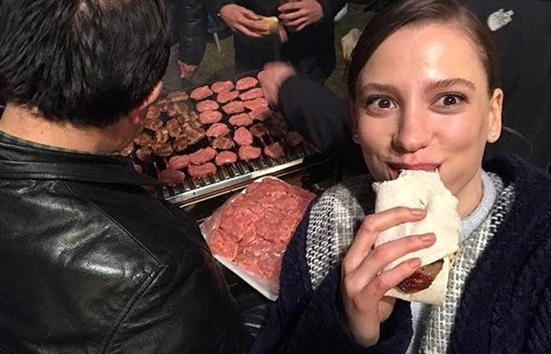 Serenay Sarikaya selfie in Phi (Fi) tv series studio