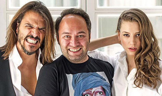 Serenay Sarikaya and Mehmet Gunsur answer Hakan Gence's question