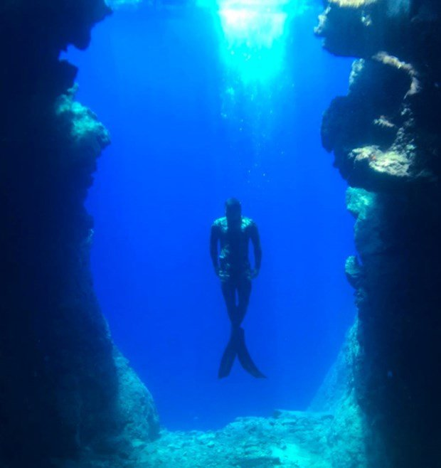 kivanc tatlitug is dive in bodrum sea