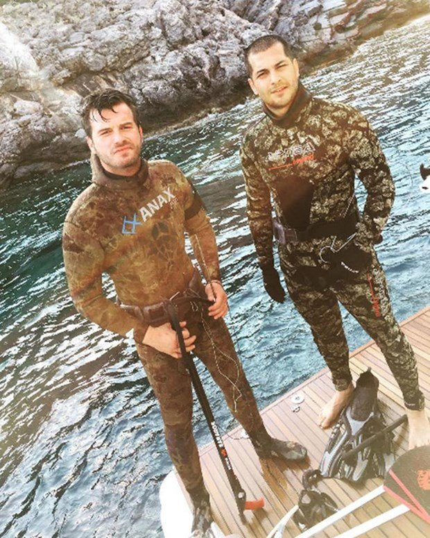 cagatay ulusoy and kivanc tatlitug fishing with harpoon