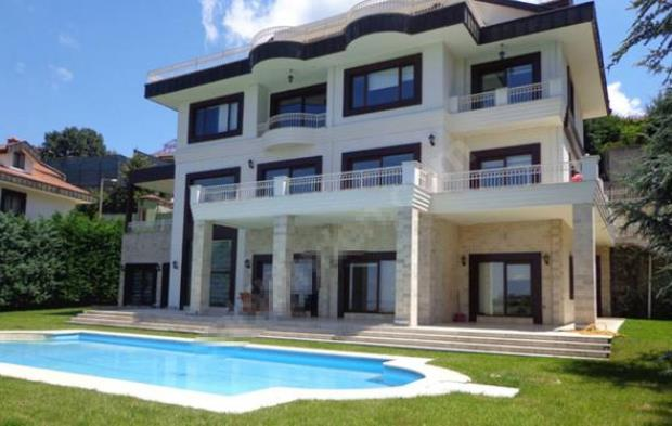 Burak Ozcivit and Fahriye Evcen buy new house