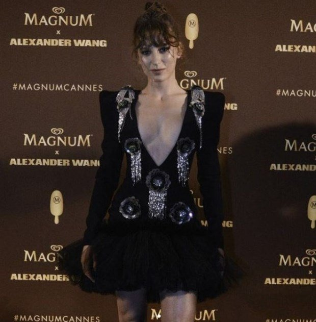 Serenay sarikaya black dress