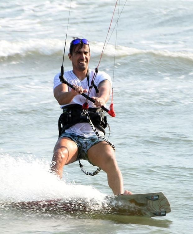 Ibrahim Celikkol is making kitesurfing