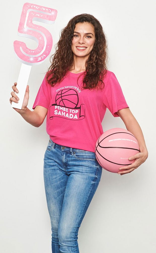 Özge Özpirinçci will Throw the Pink Ball for Breast Cancer Awareness