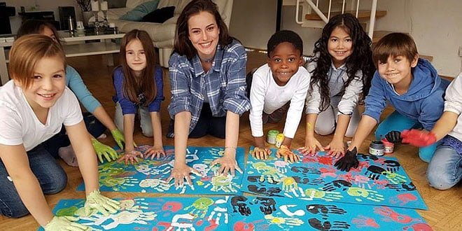 Fahriye Evcen Together With Unicef Children (WorldChildrensDay, GoBlue)