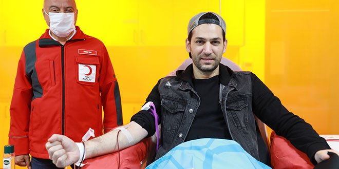 Murat Yıldırım Make Blood Donation